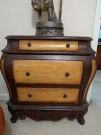 Bad 3-drawer bombé chest - must be from Picasso's mustard period.