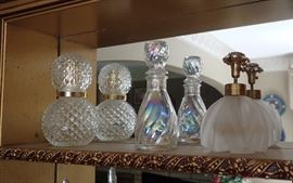 ASSORTED VINTAGE PERFUME BOTTLES