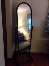 Stand up mirror
