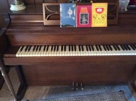 Elburn Piano and bench