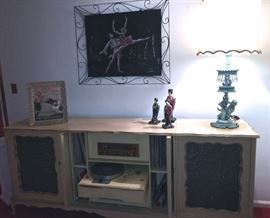 FABULOUS, CUSTOM DESIGNED COMPONENT SYSTEM WITH FISCHER STEREO, TURNTABLE, IN PERFECT WORKING ORDER WITH SENSATIONAL SOUND, 1950'S BALLERINA WALL HANGING, SET OF 'I LOVE LUCY' FIGURES AND DECORATOR LAMP