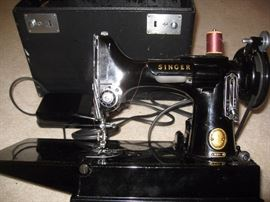 Taking bids......MINT...Featherweight Singer with case