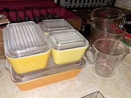 Vintage Pyrex refrigerator/casserole dishes. Complete set in excellent condition