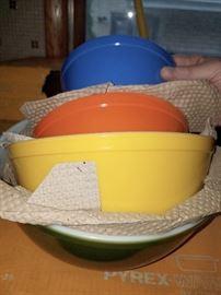 Vintage Pyrex mixing bowl set with original box!