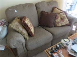 Lazyboy love seat, matches the larger sofa