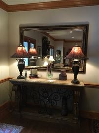 Large foyer table, lamps & wall mirror