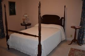 Beautiful 4 Poster Bedroom Set featuring Bed with Sheraton Carved Posts, Carved Headboard, in wonderful condition!