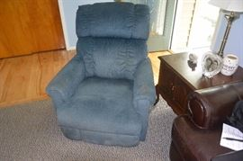 Two matching recliner's
