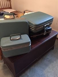 SAMSONITE AND OTHER LUGGAGE