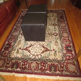 RUGS/LEATHR OTTOMANS