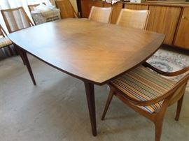 Glenn of California teak Dinging room table with teak chairs 3 leaves and pads