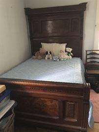 1800's Antique Bedroom Furniture