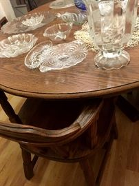 A Really Nice Dinette Set w/2 Leaves and 6 Chairs!...