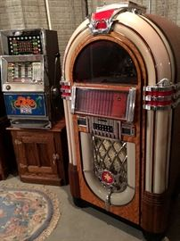 Orrrr...A Replica Wurlitzer Juke Box...This Is So Cool...It's a Antique Aparatus CD-8...and Sound So Dreamy!...