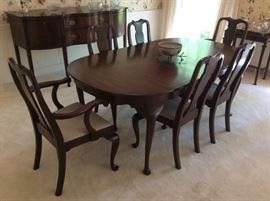 Henkel Harris, Virginia Galleries, Dining Room Table with 6 chairs, pads & leaves