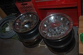 Set of 4 chrome rims for Ford