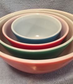 Pyrex bowls from the 60's. Excellent condition
