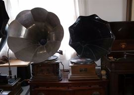 Silver horn is a Columbia Disc Graphophone.