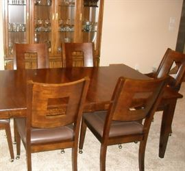 Beautiful Klaussen Dining table and chairs