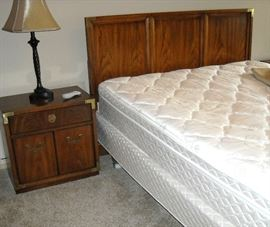 Sleep number bed 5000 with platform and remote control.  Original paperwork.  Pristine condition.