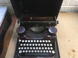Underwood antique standard 4 in working condition