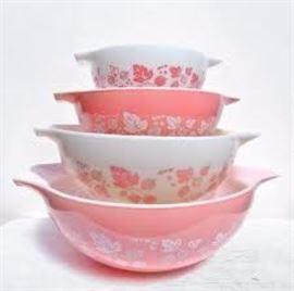 Full set of vintage Pyrex Gooseberry Pink Cinderella Bowls, Excellent Condition.