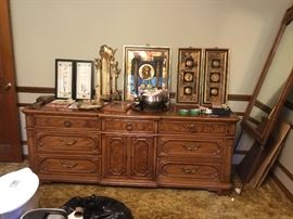 Buffet with 2 mirrors that match - home decor