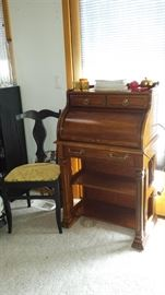 Lady roll top desk