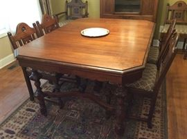 DINING ROOM TABLE AND 6 CHAIRS FROM THE EARLY 1900'S