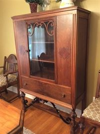 CHINA CABINET TO MATCH DINING ROOM SUITE