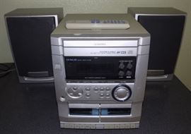 KDO012 Aiwa Stereo System with Two Speakers