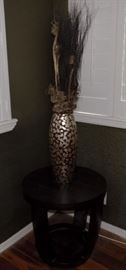 KDO019 Wood End Table and Vase