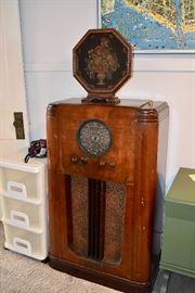 Antique Speaker & Radio