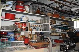 assorted housewares