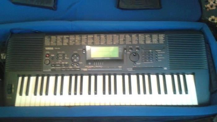 Yamaha PSR-520 keyboard with soft case and stand