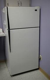 Refrigerator: works.