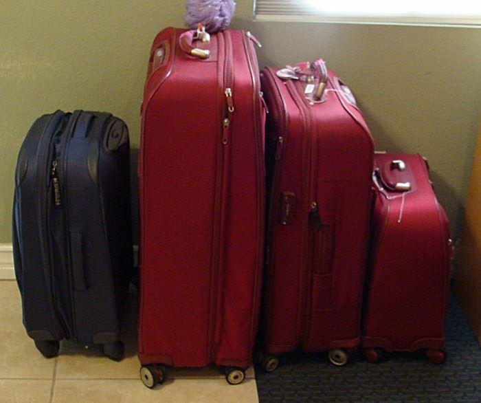 Set of Samsonite luggage with 4 wheels