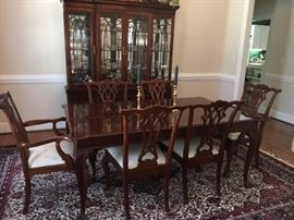 Beautiful American Drew Dining room table and china cabinet.  2 Captain's chairs and 4 side chairs.  Area rug is also for sale