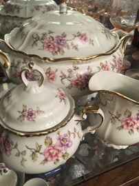 AntiqueEdelstein 'Maria-Theresia' fine china 12 place setting full set with serving dishes. No chips or cracks. Storage cases included.