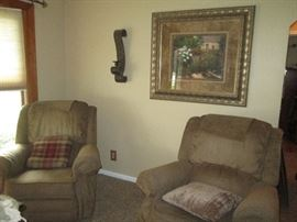 2 La-Z-Boy matching recliners