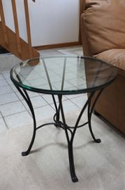 "End Table, Round, Glass Top, 20"" Diameter, 20""h"