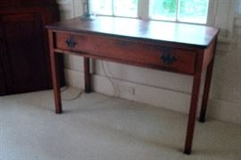 Late 1800's chippendale style pine desk or work table with missing stretchers at bottom of legs!