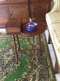Hekman drinks table