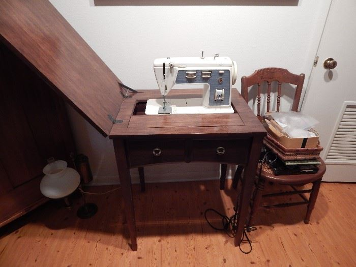 Singer Stylest Sewing Machine in Cabinet, Drawer Front