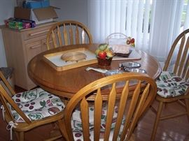 Oak Table and 4 chairs - 1 leaf