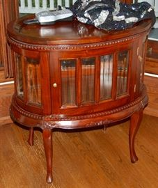 LOVELY OVAL TABLE