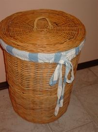 Wicker Laundry Basket w/ Cotton Laundry Bag Liner