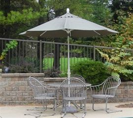 "Metal Mesh Table w/ 6 ""Rockers"" & Umbrella"