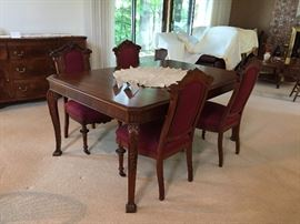 Beautiful refinished dining table (matches Buffet)