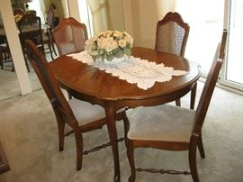 Dining Room Table with 4 Chairs and Extra Leaf